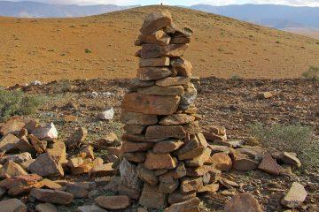 figure-4-cairns-en-enfilade-autour-de-sidi-ahmed-ou-moussa-region-de-tiznit